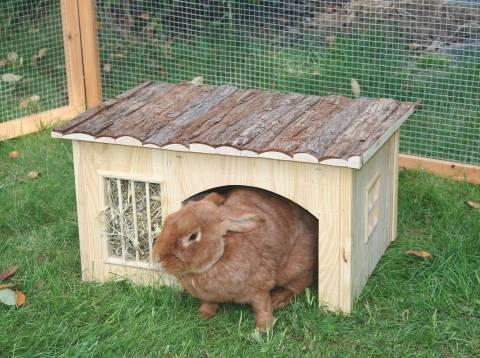 Dřevěný domek Nature s jesličkami 54x41x30