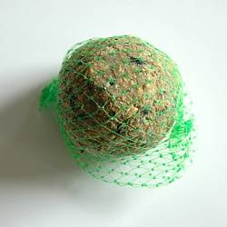 Apetit - lojová koule pro volně žijící ptactvo 1ks,doplňkové krmivo pro venkovní ptactvo